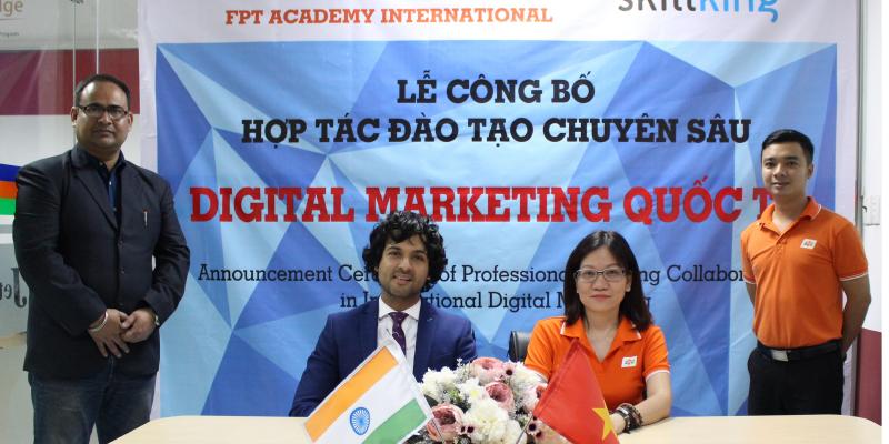 Bà Lê Thị Hồng Hạnh (Giám đốc Viện đào tạo Quốc tế, Tổ chức Giáo dục FPT) ký kết cùng đại diện Skillking Ấn Độ về hợp tác đào tạo Digital Marketing.